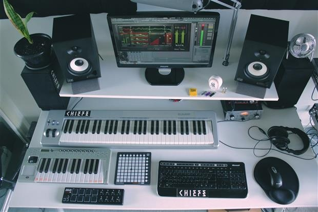 Chiefs Takes Us On A Tour Of His Boss Bedroom Studio - Thump