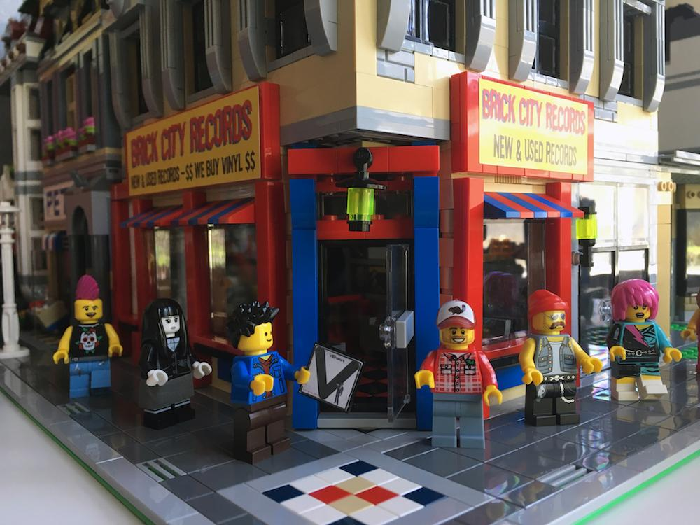 The New Hall of the Wendigo get together picture  - Page 4 Lego-record-store-brick-town-records-body-image-1468605647