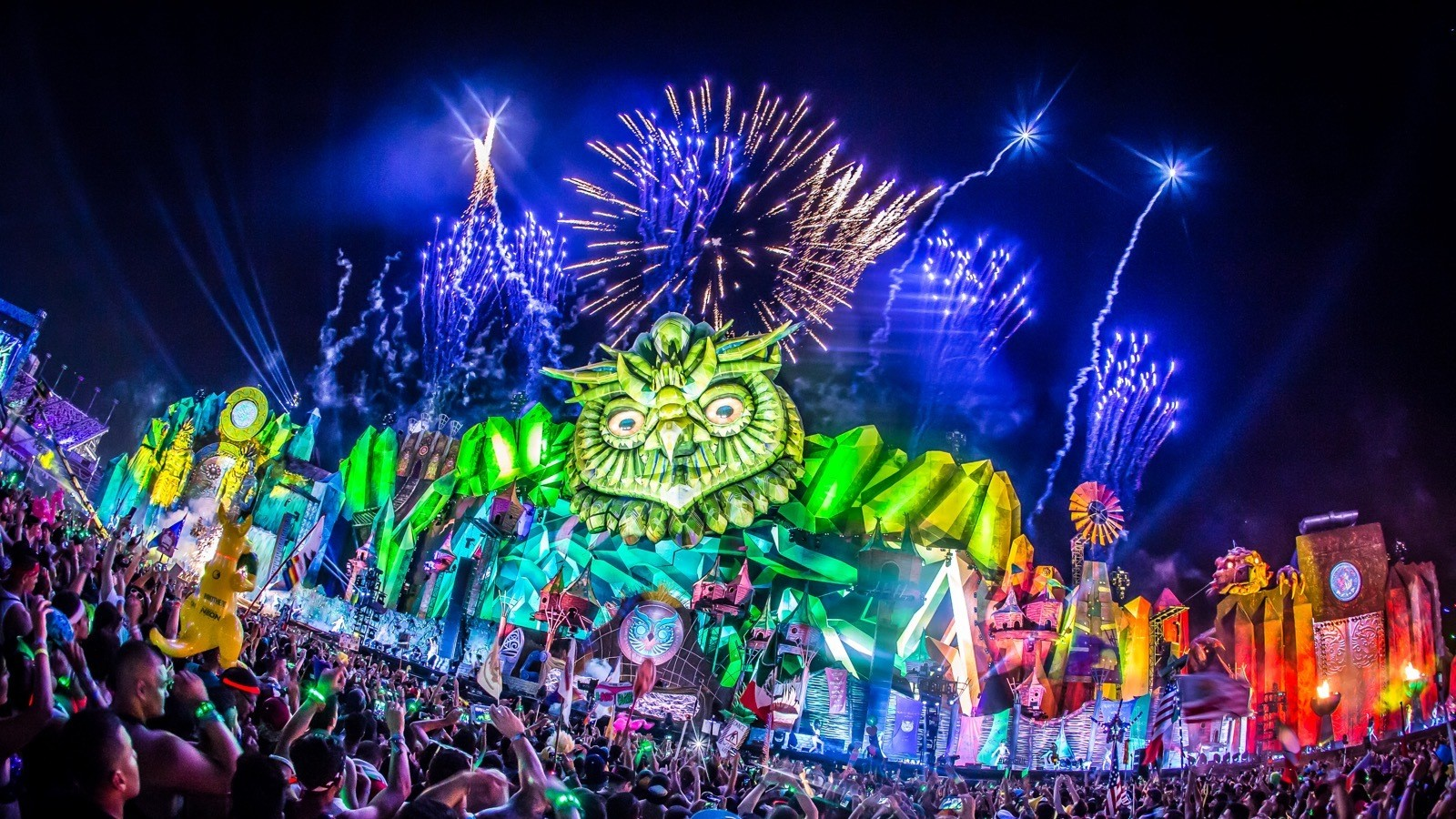 """""""Will Work 4 Rave"""": Music Festival Volunteers Across North America Strive For Compensation"""
