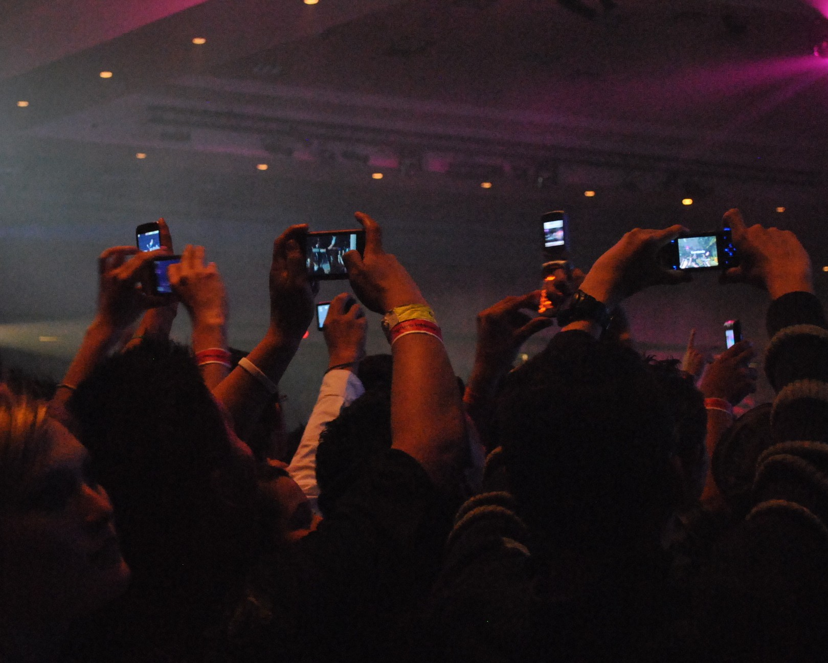 A Tech Expert Explains What Apple's Camera Blocking Patent Means for Concertgoers