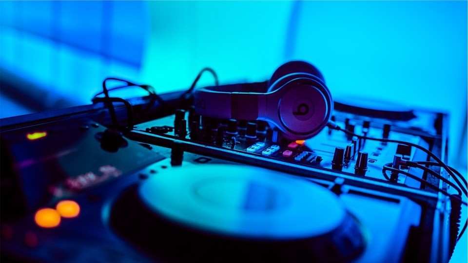 International DJs Will Have to Pay 42% More to Tour the US