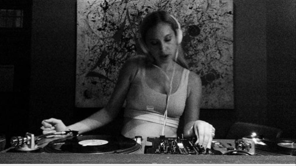 DJ Gloria Vanderbilt Embraces Nostalgia On and Off the Dance Floor