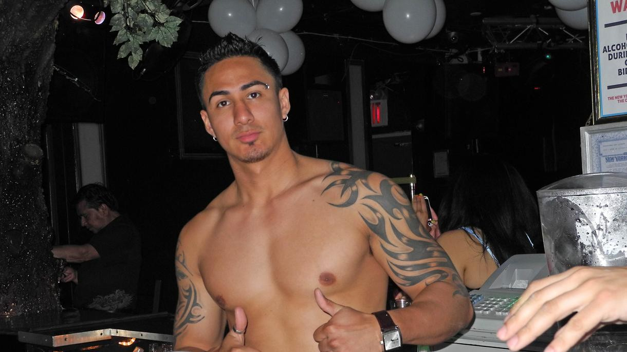 Is It Ever Okay To Take Your Shirt Off in a Nightclub?