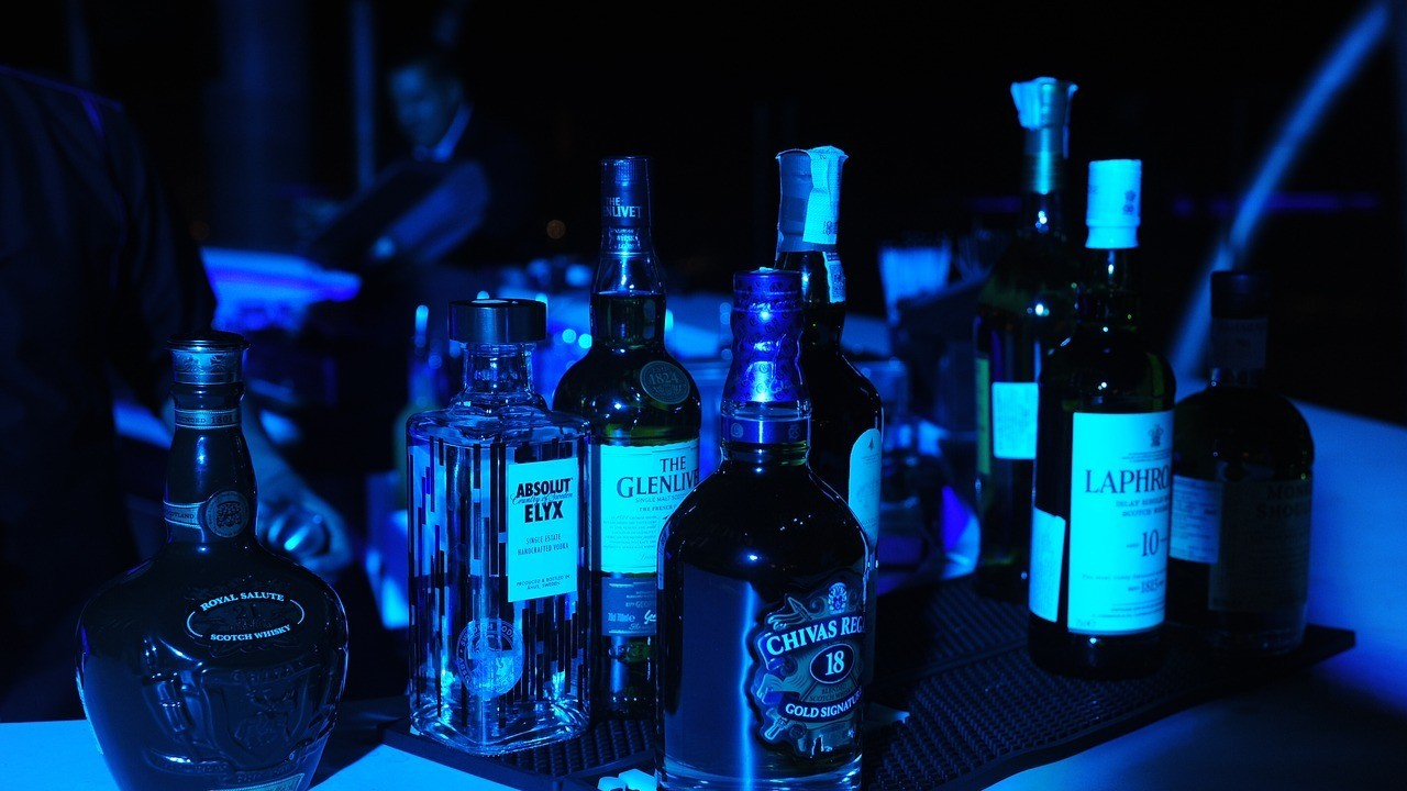 California State Senator Introduces Bill to Allow Alcohol Service Until 4 A.M.