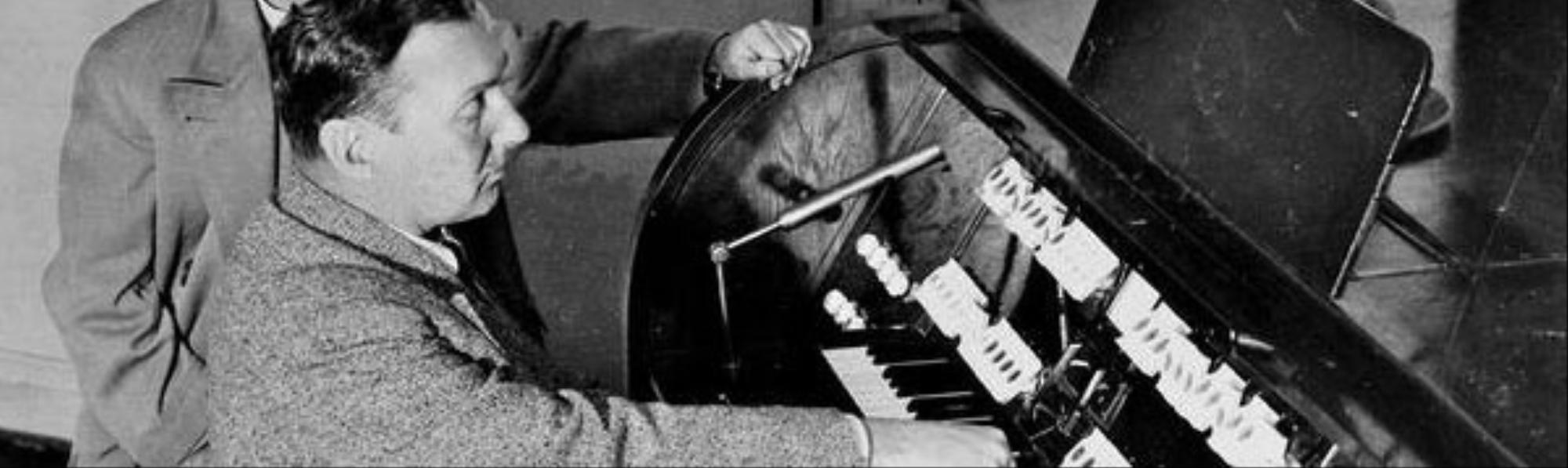 Consulta 120 años de música electrónica en esta enciclopedia online