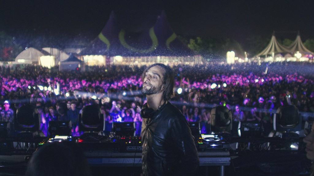 Zone Out with a New Old Ricardo Villalobos Live Mix