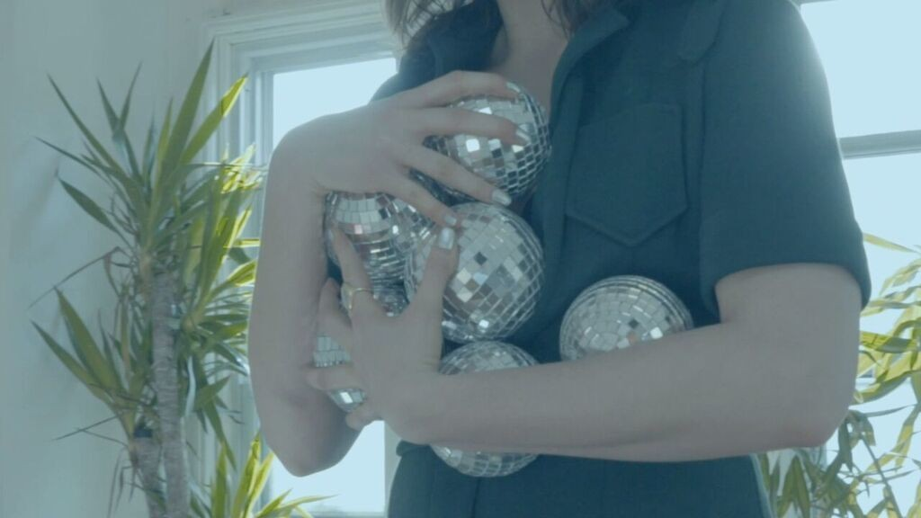 """Ice Cream Pack for a Casino Weekend on the Moon in """"Material"""" Video"""