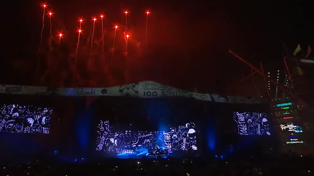 "Watch a Helsinki Crowd Ring in the New Year with Darude's ""Sandstorm"""